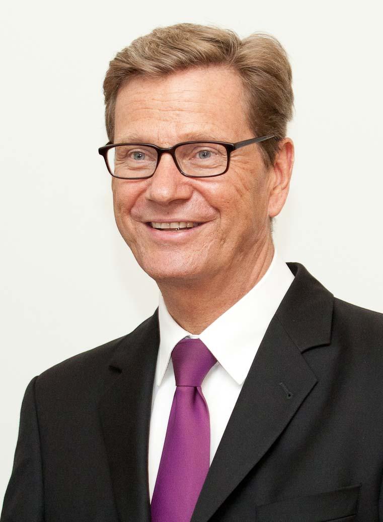 Ministru_prezidents_Valdis_Dombrovskis_tiekas_ar_Vācijas_ārlietu_ministru_Gvido_Vestervelli_cropped